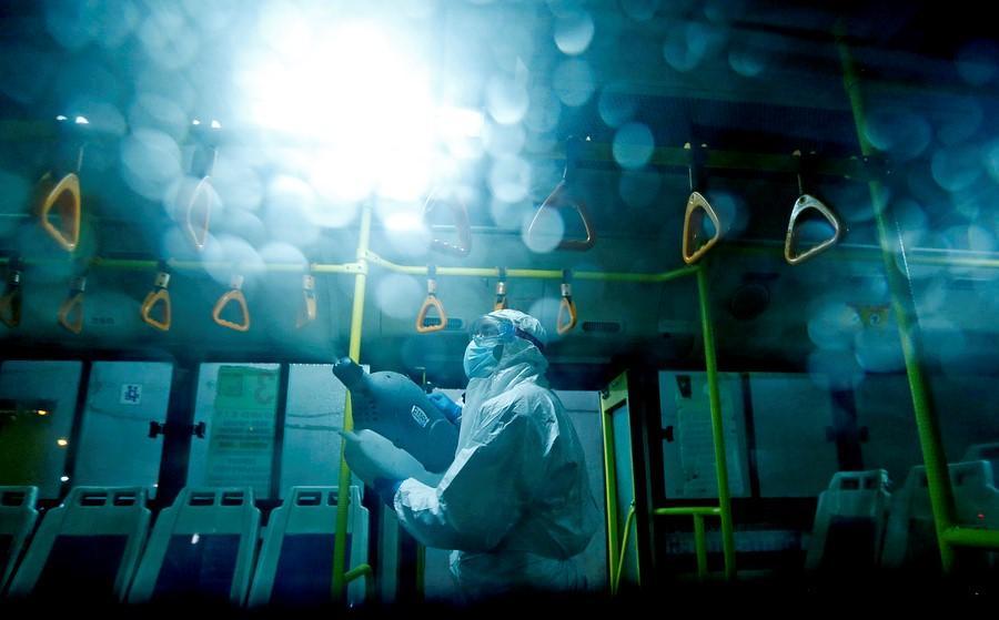Российские ученые разработали антисептики, которые можно наносить на ручки дверей и поручни